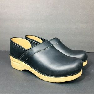 Dansko Professional Woodgrain Wedge Clog 39